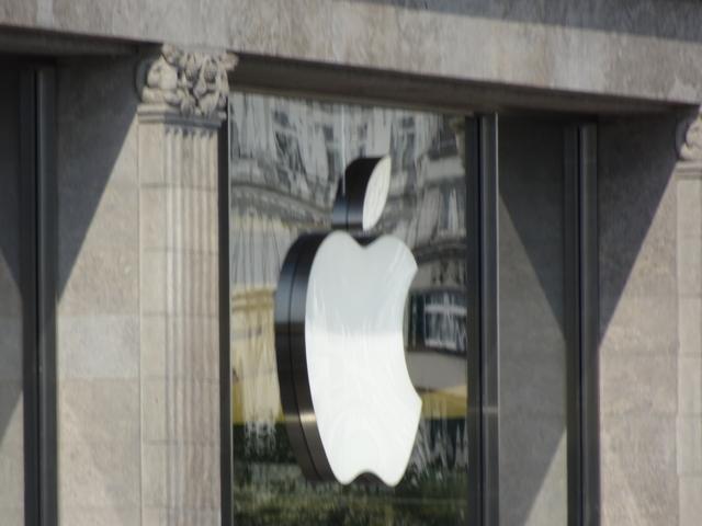 Apple-Logo_Store_HAM_small