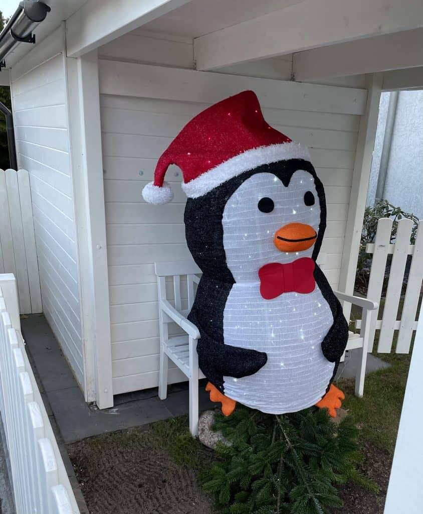 beleuchteter Weihnachtspinguin