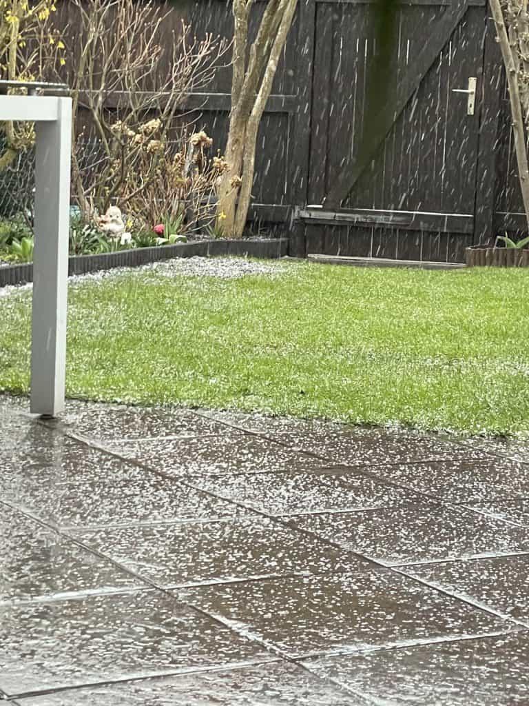 Hagelregen im Garten