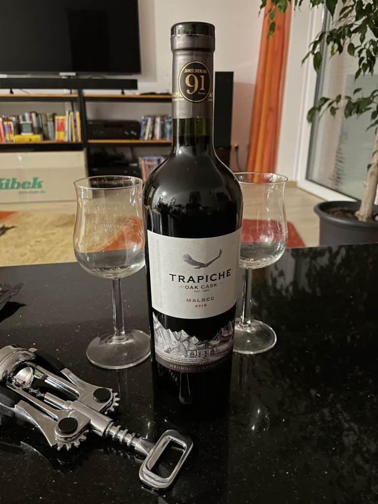 Rotwein mit Gläsern