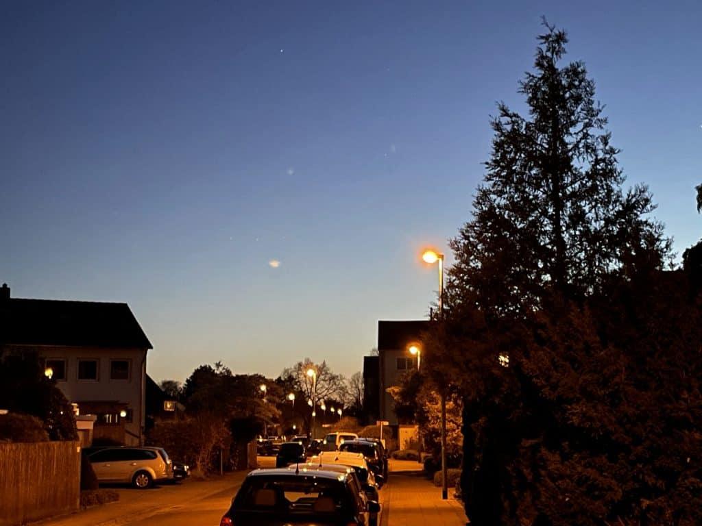 abendlicher Blick die Straße runtet 1/2
