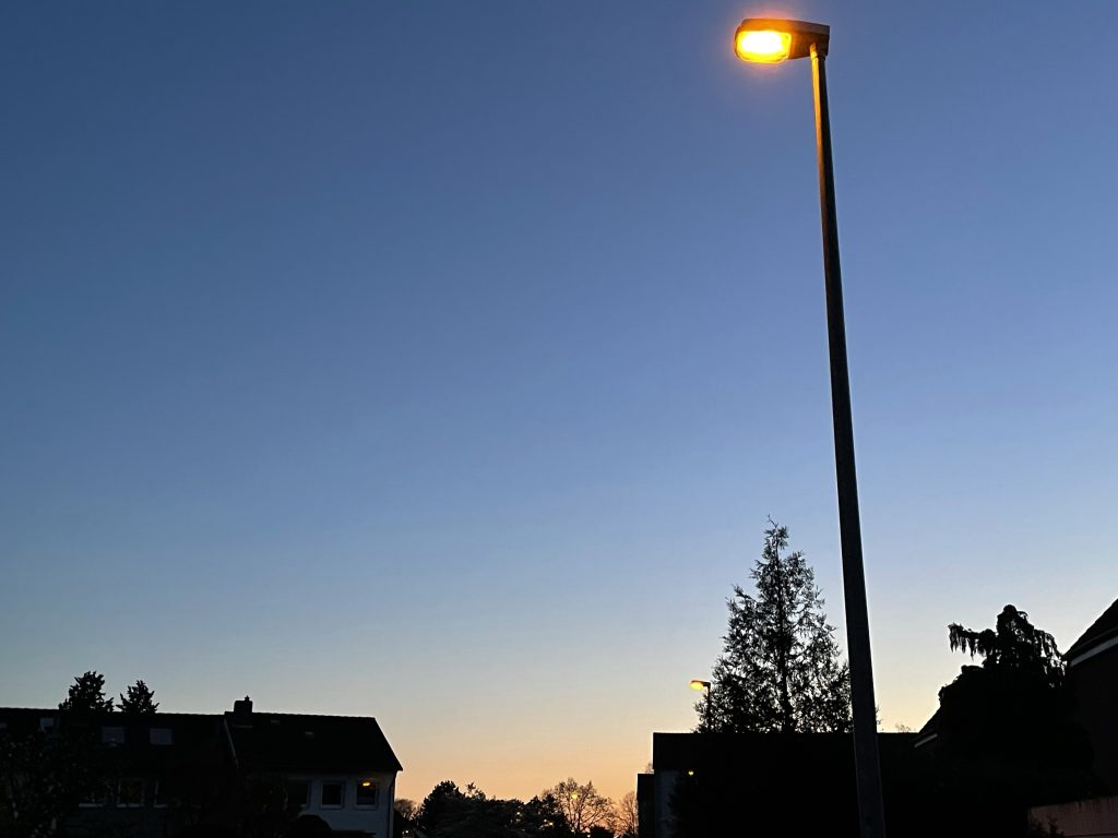 abendlicher Blick die Straße runtet 2/2