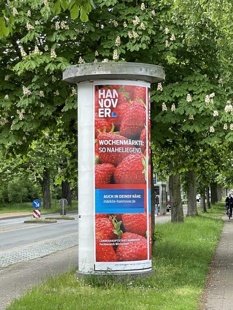 Litfaßsäule mit Hannover-Reklame