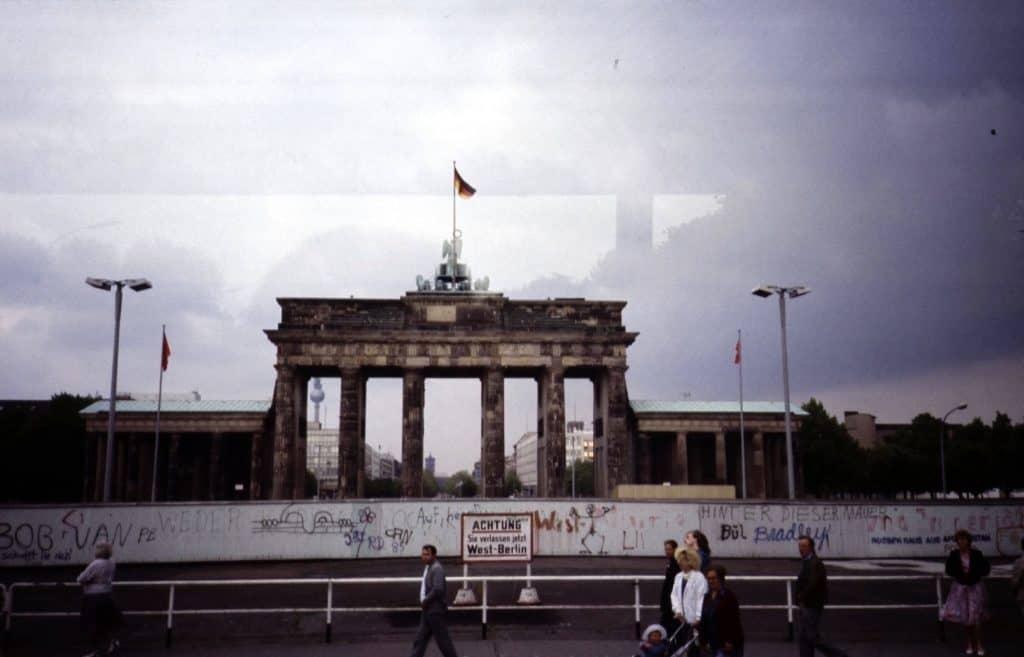 Brandenburger Tor mit Mauer davor