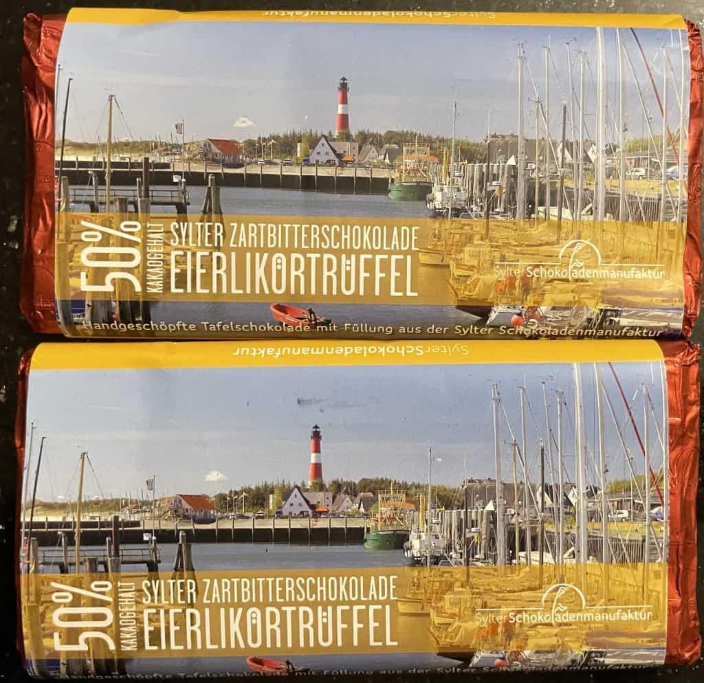 zwei Tafeln Schokoladenspeialitäten von Cafe Wien