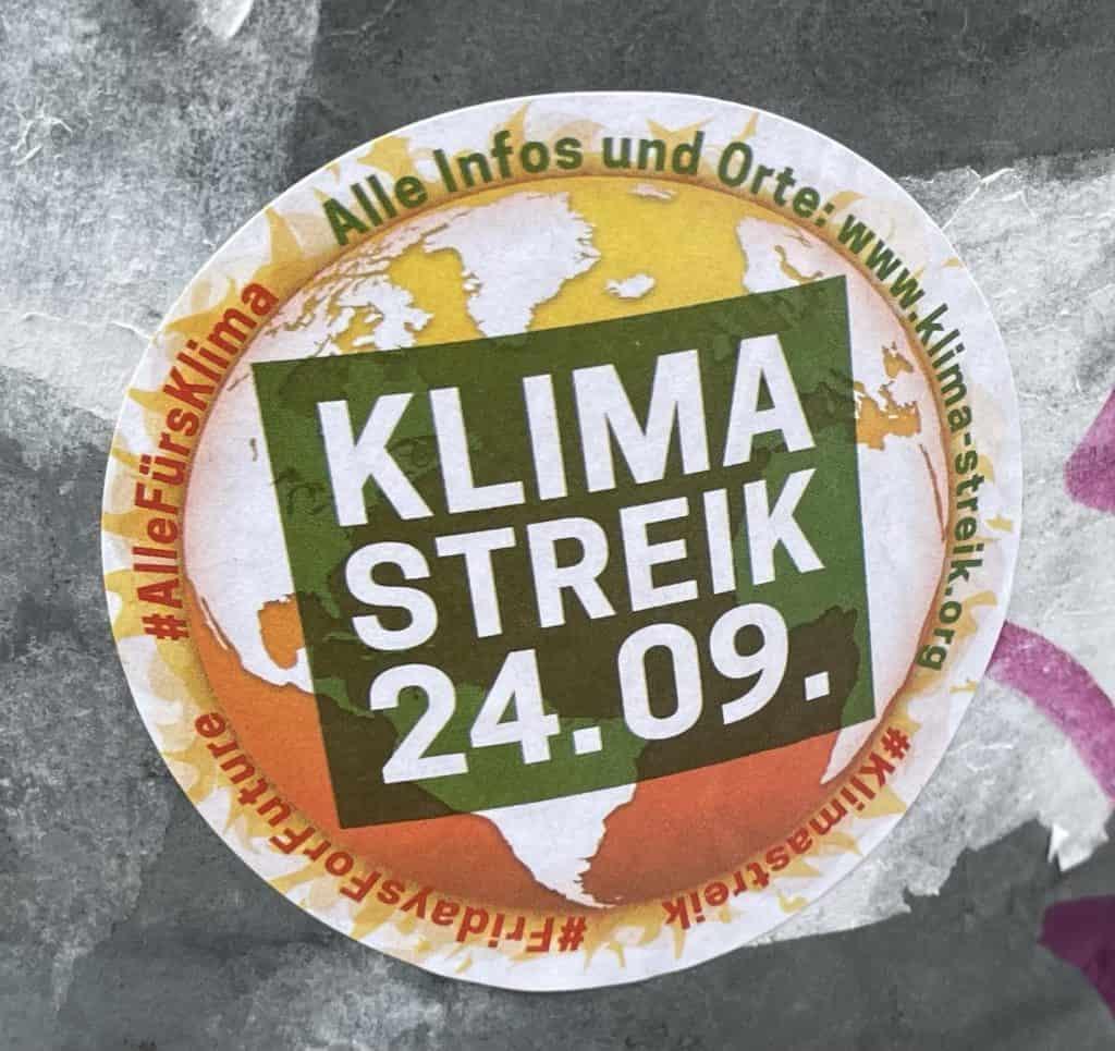 Ampelaufkleber mit FFF-Streik-Plakat