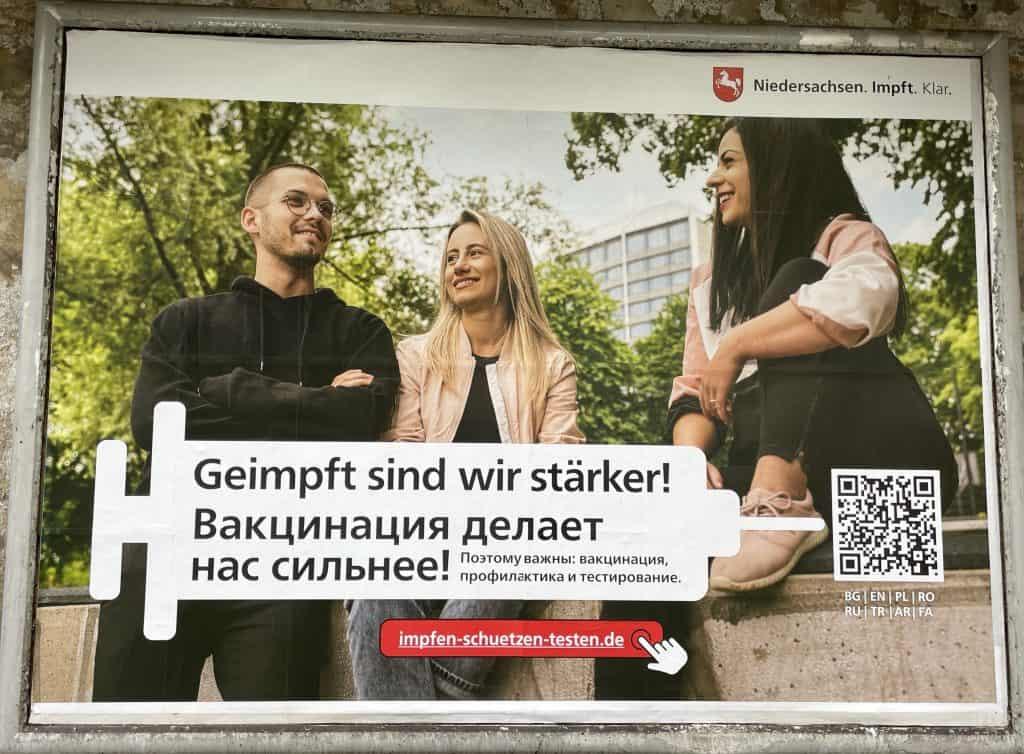 Corona-Inpfkampageplakat in anderer Sprache 1