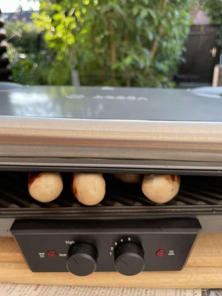 Bratwürstchen im Elektrogrill