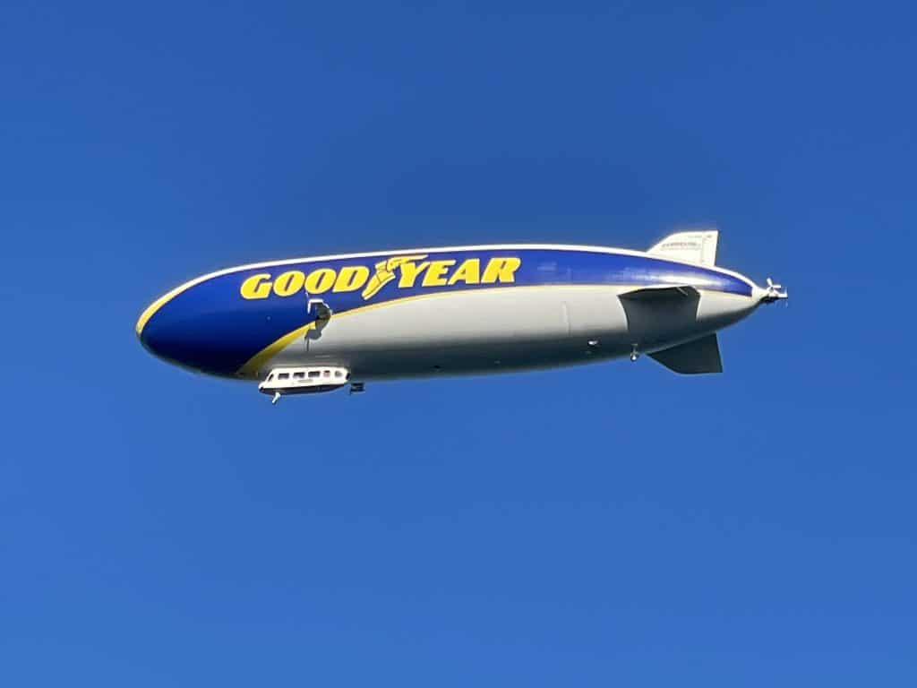 Zeppelin in der Luft